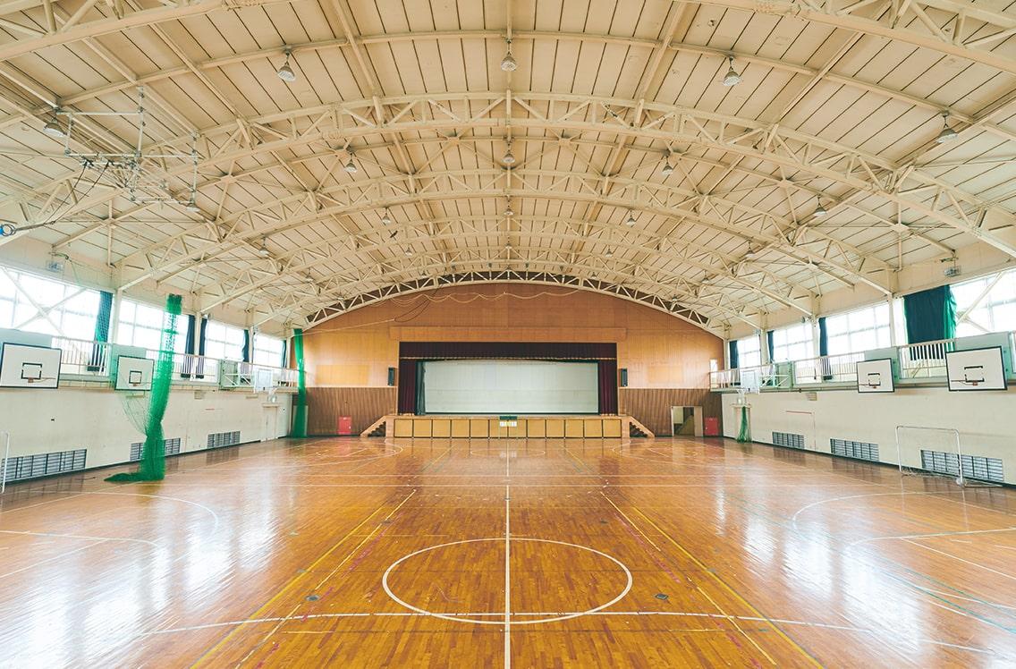 7: 体育館